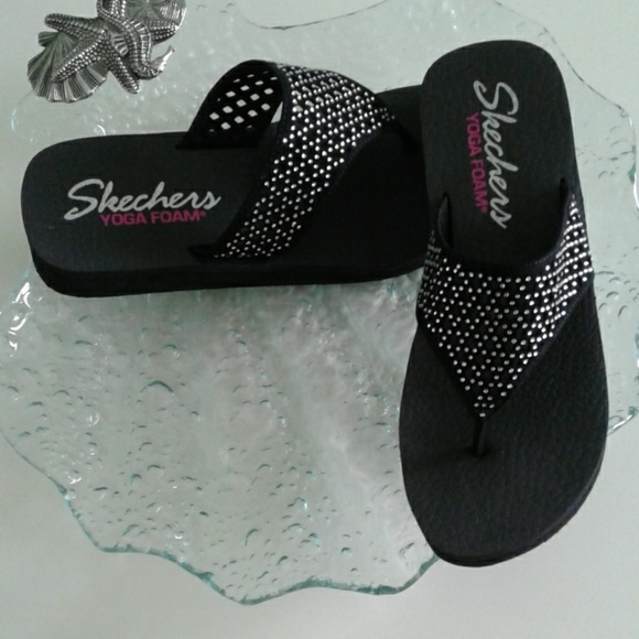 ce0668ea687 SKECHERS BLACK WEDGE SANDALS SIZE 9. M 5b8597932e14784f40c1c7d6